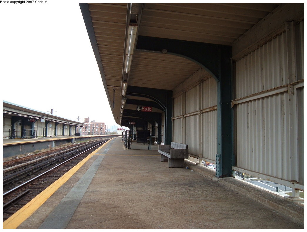 (162k, 1044x788)<br><b>Country:</b> United States<br><b>City:</b> New York<br><b>System:</b> New York City Transit<br><b>Line:</b> IND Rockaway<br><b>Location:</b> Beach 60th Street/Straiton <br><b>Photo by:</b> Chris M.<br><b>Date:</b> 10/7/2007<br><b>Notes:</b> Station view.<br><b>Viewed (this week/total):</b> 1 / 1065