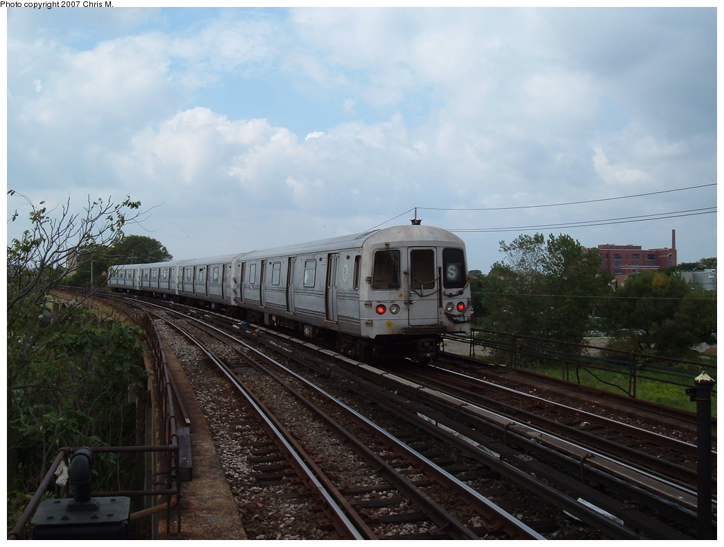 (163k, 1044x788)<br><b>Country:</b> United States<br><b>City:</b> New York<br><b>System:</b> New York City Transit<br><b>Line:</b> IND Rockaway<br><b>Location:</b> Beach 60th Street/Straiton <br><b>Route:</b> S<br><b>Car:</b> R-44 (St. Louis, 1971-73)  <br><b>Photo by:</b> Chris M.<br><b>Date:</b> 10/7/2007<br><b>Viewed (this week/total):</b> 1 / 1612