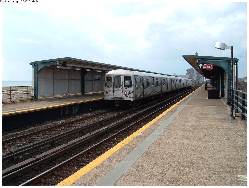(179k, 1044x788)<br><b>Country:</b> United States<br><b>City:</b> New York<br><b>System:</b> New York City Transit<br><b>Line:</b> IND Rockaway<br><b>Location:</b> Beach 44th Street/Frank Avenue <br><b>Route:</b> S<br><b>Car:</b> R-44 (St. Louis, 1971-73)  <br><b>Photo by:</b> Chris M.<br><b>Date:</b> 10/7/2007<br><b>Viewed (this week/total):</b> 0 / 1220
