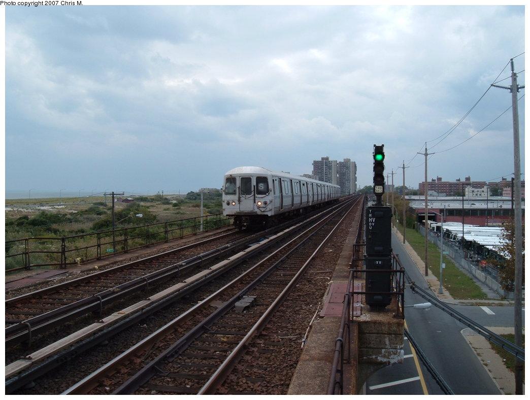 (160k, 1044x788)<br><b>Country:</b> United States<br><b>City:</b> New York<br><b>System:</b> New York City Transit<br><b>Line:</b> IND Rockaway<br><b>Location:</b> Beach 44th Street/Frank Avenue <br><b>Route:</b> S<br><b>Car:</b> R-44 (St. Louis, 1971-73)  <br><b>Photo by:</b> Chris M.<br><b>Date:</b> 10/7/2007<br><b>Viewed (this week/total):</b> 2 / 1423
