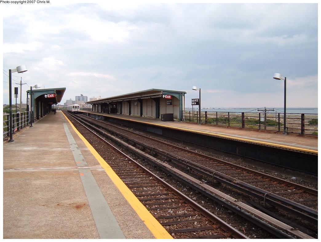(181k, 1044x788)<br><b>Country:</b> United States<br><b>City:</b> New York<br><b>System:</b> New York City Transit<br><b>Line:</b> IND Rockaway<br><b>Location:</b> Beach 44th Street/Frank Avenue <br><b>Photo by:</b> Chris M.<br><b>Date:</b> 10/7/2007<br><b>Notes:</b> Station view.<br><b>Viewed (this week/total):</b> 1 / 805