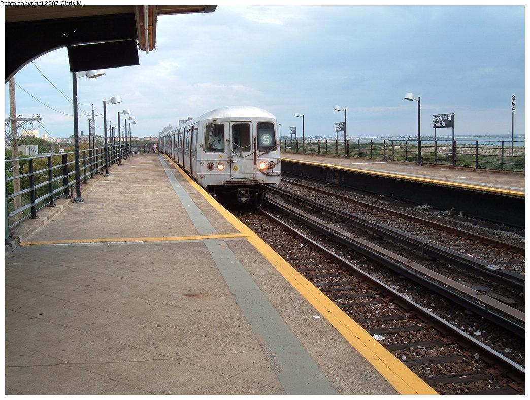 (193k, 1044x788)<br><b>Country:</b> United States<br><b>City:</b> New York<br><b>System:</b> New York City Transit<br><b>Line:</b> IND Rockaway<br><b>Location:</b> Beach 44th Street/Frank Avenue <br><b>Route:</b> S<br><b>Car:</b> R-44 (St. Louis, 1971-73)  <br><b>Photo by:</b> Chris M.<br><b>Date:</b> 10/7/2007<br><b>Viewed (this week/total):</b> 0 / 1362