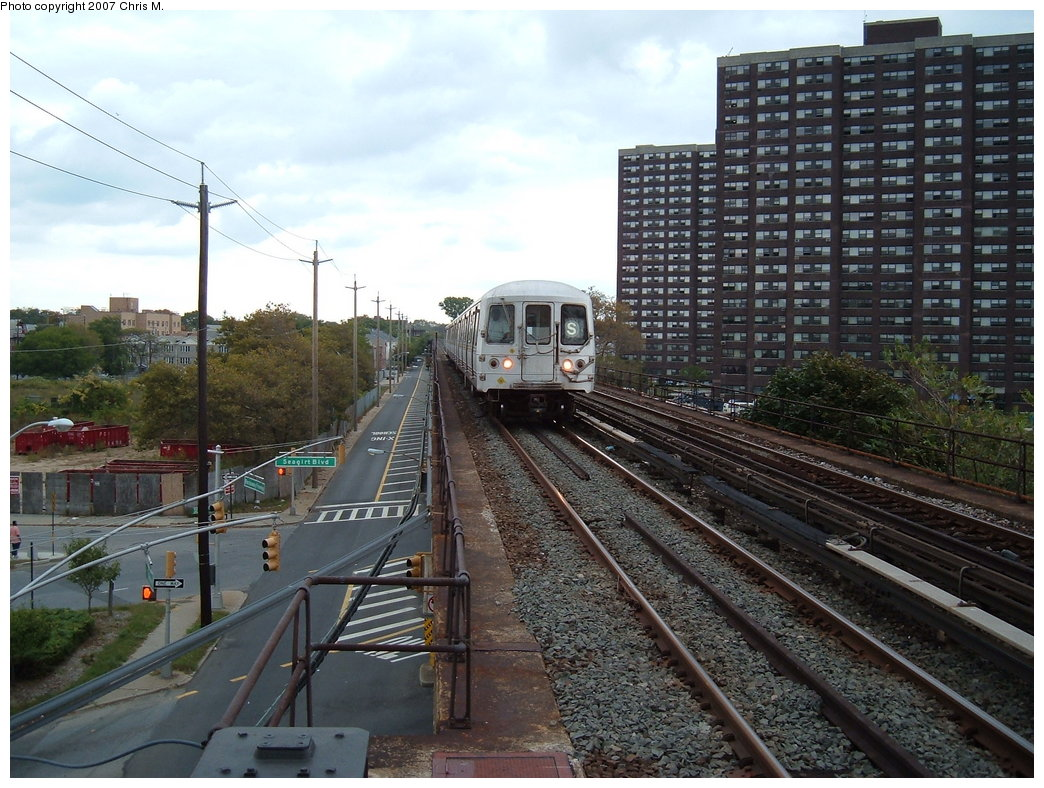(218k, 1044x788)<br><b>Country:</b> United States<br><b>City:</b> New York<br><b>System:</b> New York City Transit<br><b>Line:</b> IND Rockaway<br><b>Location:</b> Beach 36th Street/Edgemere <br><b>Route:</b> S<br><b>Car:</b> R-44 (St. Louis, 1971-73)  <br><b>Photo by:</b> Chris M.<br><b>Date:</b> 10/7/2007<br><b>Viewed (this week/total):</b> 0 / 2174