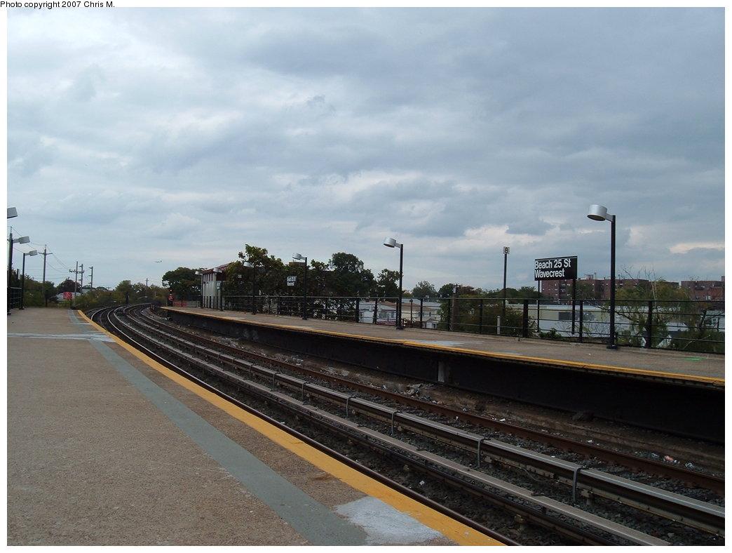 (151k, 1044x788)<br><b>Country:</b> United States<br><b>City:</b> New York<br><b>System:</b> New York City Transit<br><b>Line:</b> IND Rockaway<br><b>Location:</b> Beach 25th Street/Wavecrest <br><b>Photo by:</b> Chris M.<br><b>Date:</b> 10/7/2007<br><b>Notes:</b> Station view.<br><b>Viewed (this week/total):</b> 1 / 1169