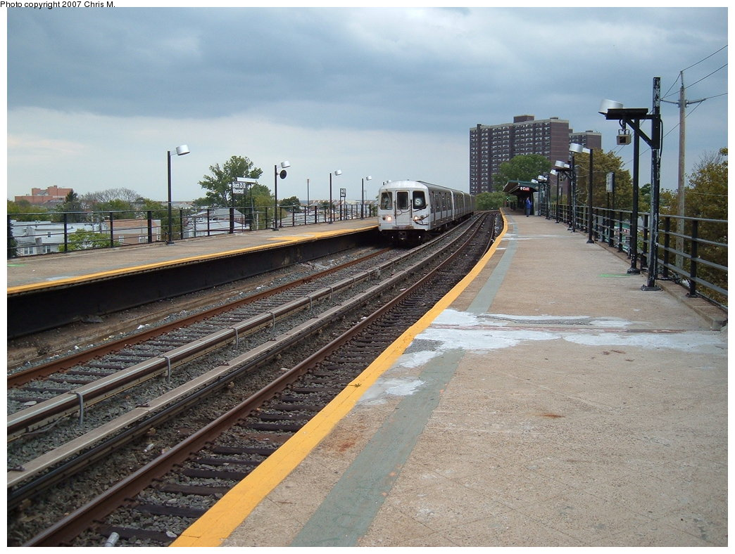 (209k, 1044x788)<br><b>Country:</b> United States<br><b>City:</b> New York<br><b>System:</b> New York City Transit<br><b>Line:</b> IND Rockaway<br><b>Location:</b> Beach 25th Street/Wavecrest <br><b>Route:</b> S<br><b>Car:</b> R-44 (St. Louis, 1971-73)  <br><b>Photo by:</b> Chris M.<br><b>Date:</b> 10/7/2007<br><b>Notes:</b> Station view.<br><b>Viewed (this week/total):</b> 0 / 1529