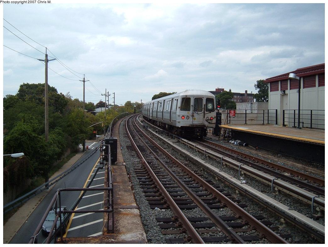 (194k, 1044x788)<br><b>Country:</b> United States<br><b>City:</b> New York<br><b>System:</b> New York City Transit<br><b>Line:</b> IND Rockaway<br><b>Location:</b> Beach 25th Street/Wavecrest <br><b>Route:</b> S<br><b>Car:</b> R-44 (St. Louis, 1971-73)  <br><b>Photo by:</b> Chris M.<br><b>Date:</b> 10/7/2007<br><b>Viewed (this week/total):</b> 1 / 1807