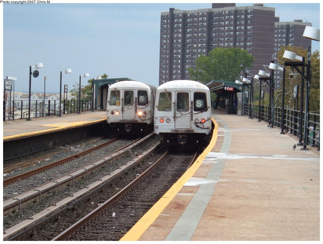 (214k, 1044x788)<br><b>Country:</b> United States<br><b>City:</b> New York<br><b>System:</b> New York City Transit<br><b>Line:</b> IND Rockaway<br><b>Location:</b> Beach 25th Street/Wavecrest <br><b>Route:</b> S<br><b>Car:</b> R-44 (St. Louis, 1971-73)  <br><b>Photo by:</b> Chris M.<br><b>Date:</b> 10/7/2007<br><b>Viewed (this week/total):</b> 1 / 2199