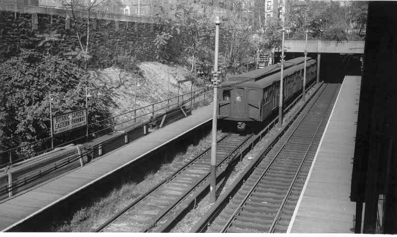 (39k, 777x464)<br><b>Country:</b> United States<br><b>City:</b> New York<br><b>System:</b> New York City Transit<br><b>Line:</b> BMT Franklin<br><b>Location:</b> Botanic Garden <br><b>Route:</b> Franklin Shuttle<br><b>Car:</b> BMT A/B-Type Standard  <br><b>Photo by:</b> Frank Pfuhler<br><b>Date:</b> 10/5/1963<br><b>Viewed (this week/total):</b> 1 / 2429