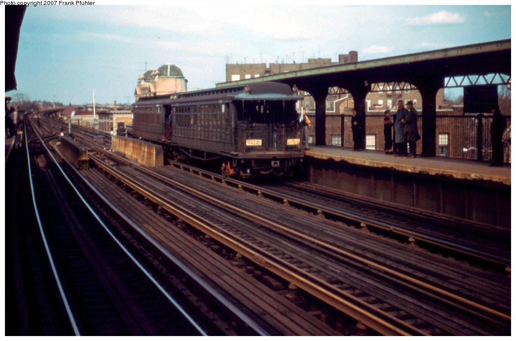(197k, 1044x690)<br><b>Country:</b> United States<br><b>City:</b> New York<br><b>System:</b> New York City Transit<br><b>Line:</b> BMT Nassau Street/Jamaica Line<br><b>Location:</b> 111th Street <br><b>Route:</b> Fan Trip<br><b>Car:</b> BMT Elevated Gate Car 1315/1382 <br><b>Photo by:</b> Frank Pfuhler<br><b>Date:</b> 4/22/1956<br><b>Viewed (this week/total):</b> 1 / 2192