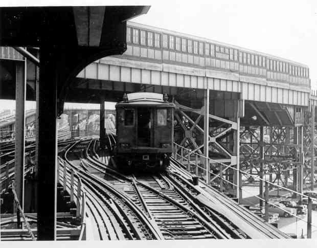 (33k, 620x485)<br><b>Country:</b> United States<br><b>City:</b> New York<br><b>System:</b> New York City Transit<br><b>Line:</b> BMT Nassau Street/Jamaica Line<br><b>Location:</b> Broadway/East New York (Broadway Junction) <br><b>Car:</b> BMT C  <br><b>Photo by:</b> Frank Pfuhler<br><b>Viewed (this week/total):</b> 2 / 2625