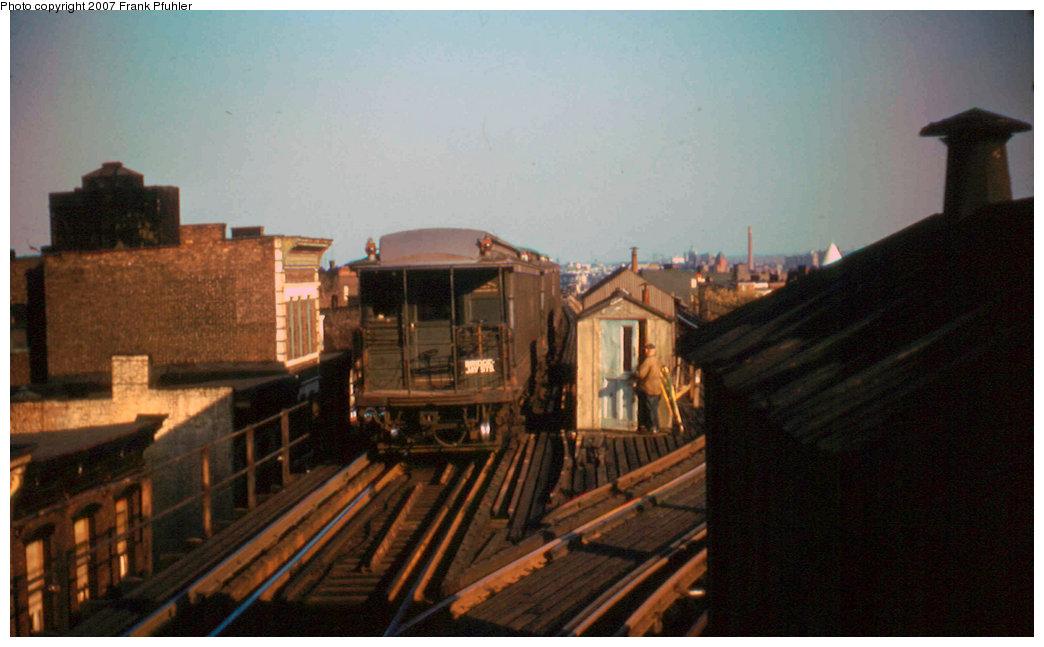(170k, 1044x647)<br><b>Country:</b> United States<br><b>City:</b> New York<br><b>System:</b> New York City Transit<br><b>Line:</b> BMT Myrtle Avenue Line<br><b>Location:</b> Broadway/Myrtle Avenue (Upper Level) <br><b>Car:</b> BMT Elevated Gate Car  <br><b>Photo by:</b> Frank Pfuhler<br><b>Date:</b> 11/12/1955<br><b>Viewed (this week/total):</b> 1 / 6847