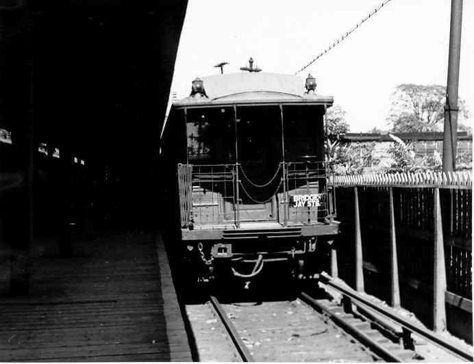 (26k, 692x532)<br><b>Country:</b> United States<br><b>City:</b> New York<br><b>System:</b> New York City Transit<br><b>Line:</b> BMT Myrtle Avenue Line<br><b>Location:</b> Metropolitan Avenue <br><b>Car:</b> BMT Elevated Gate Car  <br><b>Photo by:</b> Frank Pfuhler<br><b>Date:</b> 9/13/1954<br><b>Viewed (this week/total):</b> 0 / 2347