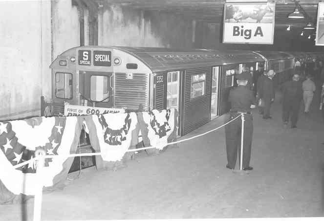(19k, 663x452)<br><b>Country:</b> United States<br><b>City:</b> New York<br><b>System:</b> New York City Transit<br><b>Line:</b> Metro North-Grand Central/Park Avenue Viaduct<br><b>Location:</b> MNRR Grand Central Terminal <br><b>Car:</b> R-32 (Budd, 1964)  3352 <br><b>Photo by:</b> Frank Pfuhler<br><b>Date:</b> 1964<br><b>Viewed (this week/total):</b> 1 / 5574