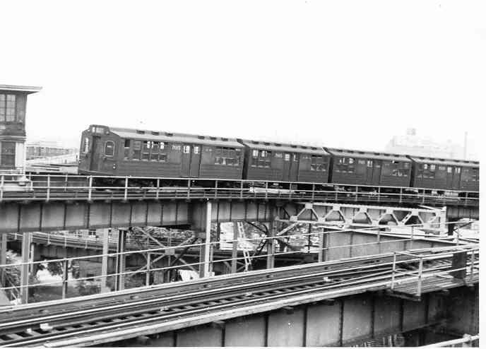 (29k, 688x494)<br><b>Country:</b> United States<br><b>City:</b> New York<br><b>System:</b> New York City Transit<br><b>Line:</b> BMT Canarsie Line<br><b>Location:</b> Broadway Junction <br><b>Car:</b> BMT Multi 7015 <br><b>Photo by:</b> Frank Pfuhler<br><b>Date:</b> 7/18/1954<br><b>Viewed (this week/total):</b> 0 / 2476