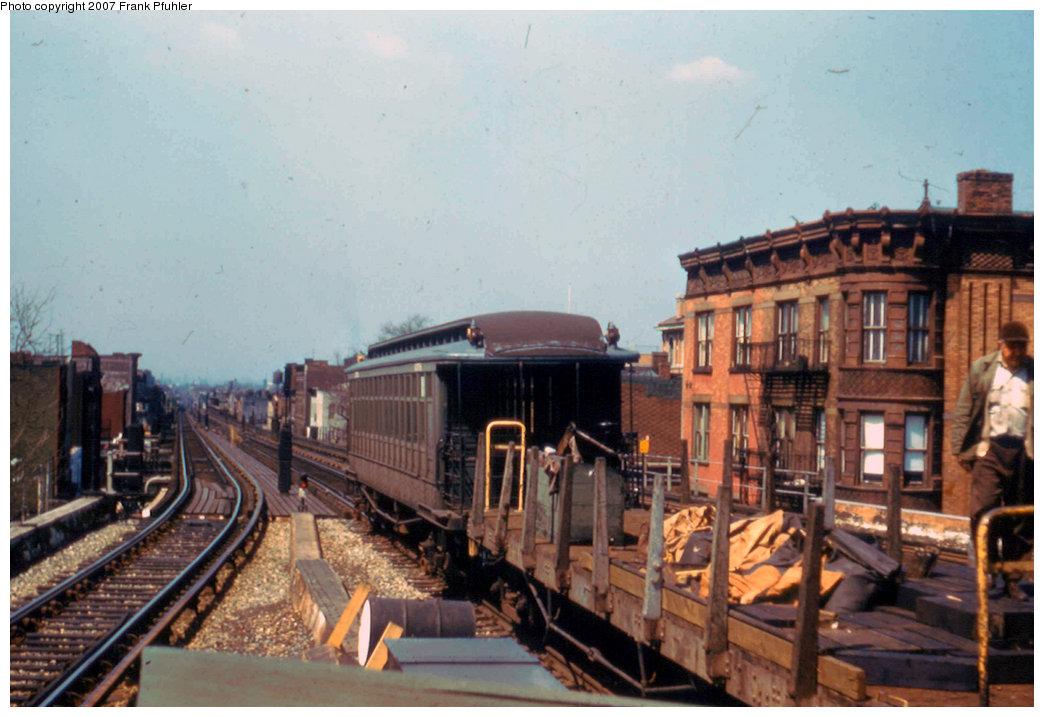 (207k, 1044x717)<br><b>Country:</b> United States<br><b>City:</b> New York<br><b>System:</b> New York City Transit<br><b>Line:</b> BMT Nassau Street/Jamaica Line<br><b>Location:</b> Broadway/East New York (Broadway Junction) <br><b>Car:</b> BMT Elevated Gate Car  <br><b>Photo by:</b> Frank Pfuhler<br><b>Date:</b> 4/1958<br><b>Viewed (this week/total):</b> 0 / 2084