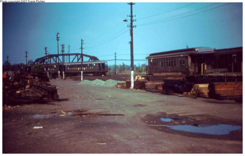 (156k, 1044x666)<br><b>Country:</b> United States<br><b>City:</b> New York<br><b>System:</b> New York City Transit<br><b>Location:</b> Fresh Pond Yard<br><b>Car:</b> BMT Elevated Gate Car  <br><b>Photo by:</b> Frank Pfuhler<br><b>Date:</b> 6/26/1955<br><b>Viewed (this week/total):</b> 0 / 2375