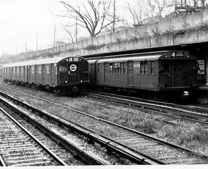 (42k, 680x553)<br><b>Country:</b> United States<br><b>City:</b> New York<br><b>System:</b> New York City Transit<br><b>Line:</b> BMT Sea Beach Line<br><b>Location:</b> Fort Hamilton Parkway <br><b>Car:</b> R-16 (American Car & Foundry, 1955) 6400 <br><b>Photo by:</b> Frank Pfuhler<br><b>Date:</b> 1955<br><b>Viewed (this week/total):</b> 0 / 2508