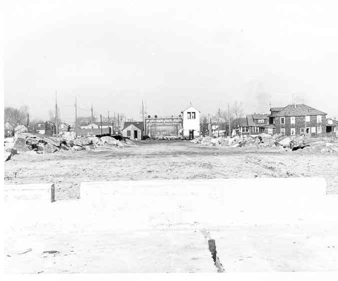 (18k, 675x561)<br><b>Country:</b> United States<br><b>City:</b> New York<br><b>System:</b> New York City Transit<br><b>Line:</b> IND Rockaway<br><b>Location:</b> Howard Beach <br><b>Photo by:</b> Frank Pfuhler<br><b>Date:</b> 1/1/1955<br><b>Notes:</b> South of Howard Beach near Hamilton Beach/164th Ave.<br><b>Viewed (this week/total):</b> 2 / 2400