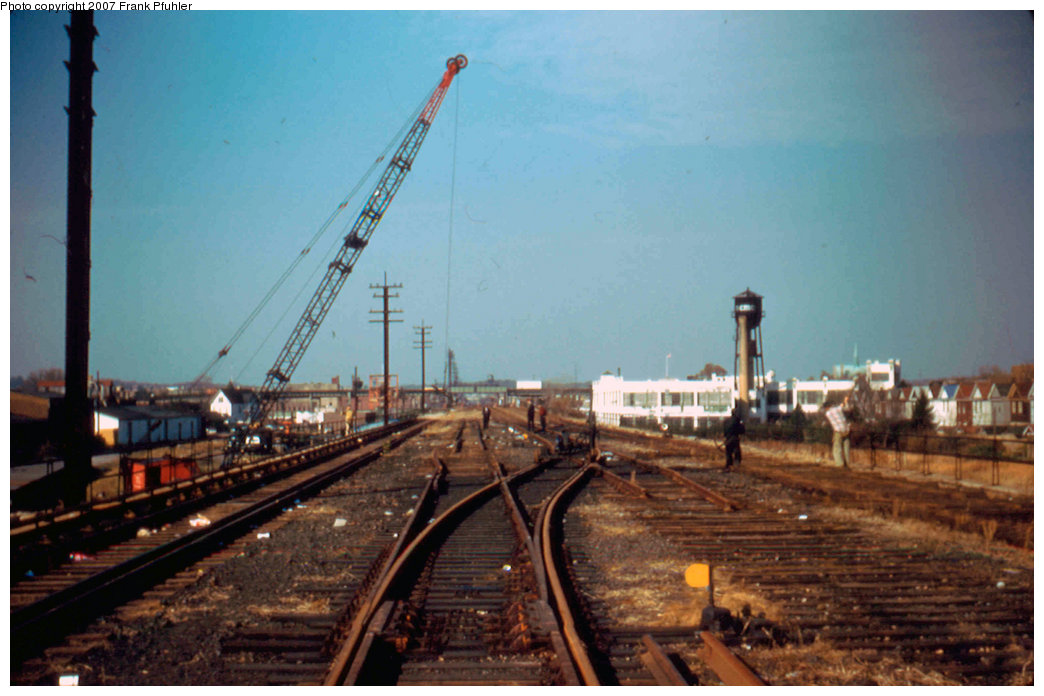 (188k, 1044x696)<br><b>Country:</b> United States<br><b>City:</b> New York<br><b>System:</b> New York City Transit<br><b>Line:</b> IND Rockaway<br><b>Location:</b> Aqueduct/North Conduit Avenue <br><b>Photo by:</b> Frank Pfuhler<br><b>Date:</b> 11/12/1955<br><b>Notes:</b> North of Aqueduct station, south of junction to Rockaway Blvd.<br><b>Viewed (this week/total):</b> 0 / 1916