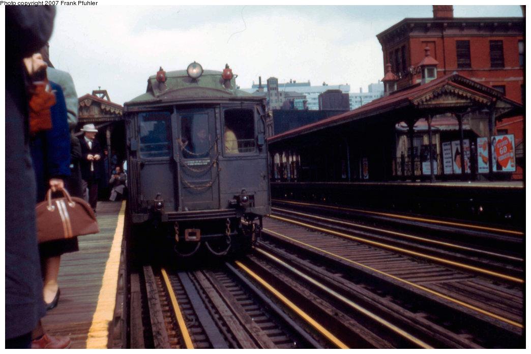 (183k, 1044x697)<br><b>Country:</b> United States<br><b>City:</b> New York<br><b>System:</b> New York City Transit<br><b>Line:</b> 3rd Avenue El<br><b>Location:</b> 59th Street <br><b>Car:</b> MUDC  <br><b>Photo by:</b> Frank Pfuhler<br><b>Date:</b> 3/27/1955<br><b>Notes:</b> Southbound local.<br><b>Viewed (this week/total):</b> 0 / 3060