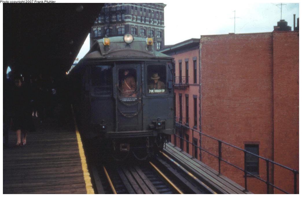 (141k, 1044x682)<br><b>Country:</b> United States<br><b>City:</b> New York<br><b>System:</b> New York City Transit<br><b>Line:</b> 3rd Avenue El<br><b>Location:</b> Chatham Square <br><b>Route:</b> Fan Trip<br><b>Car:</b> MUDC  <br><b>Photo by:</b> Frank Pfuhler<br><b>Date:</b> 3/27/1955<br><b>Notes:</b> View north along uptown track to rear car of MUDC train.<br><b>Viewed (this week/total):</b> 1 / 2771