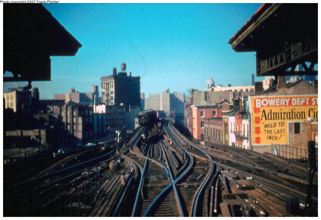 (215k, 1044x717)<br><b>Country:</b> United States<br><b>City:</b> New York<br><b>System:</b> New York City Transit<br><b>Line:</b> 3rd Avenue El<br><b>Location:</b> Canal Street <br><b>Car:</b> MUDC  <br><b>Photo by:</b> Frank Pfuhler<br><b>Date:</b> 5/12/1955<br><b>Notes:</b> View looking south at Chatham Sq. station.<br><b>Viewed (this week/total):</b> 6 / 5749