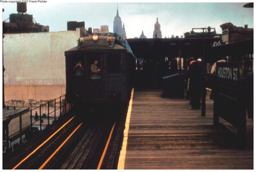 (165k, 1044x704)<br><b>Country:</b> United States<br><b>City:</b> New York<br><b>System:</b> New York City Transit<br><b>Line:</b> 3rd Avenue El<br><b>Location:</b> Houston Street <br><b>Route:</b> Fan Trip<br><b>Car:</b> MUDC  <br><b>Photo by:</b> Frank Pfuhler<br><b>Date:</b> 3/27/1955<br><b>Viewed (this week/total):</b> 1 / 3142