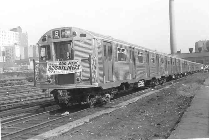 (23k, 667x447)<br><b>Country:</b> United States<br><b>System:</b> New York City Transit<br><b>Location:</b> Mott Haven Yard <br><b>Car:</b> R-32 (Budd, 1964)  3352 <br><b>Collection of:</b> Frank Pfuhler<br><b>Date:</b> 9/9/1964<br><b>Notes:</b> Introduction of the Brightliners.<br><b>Viewed (this week/total):</b> 1 / 2861
