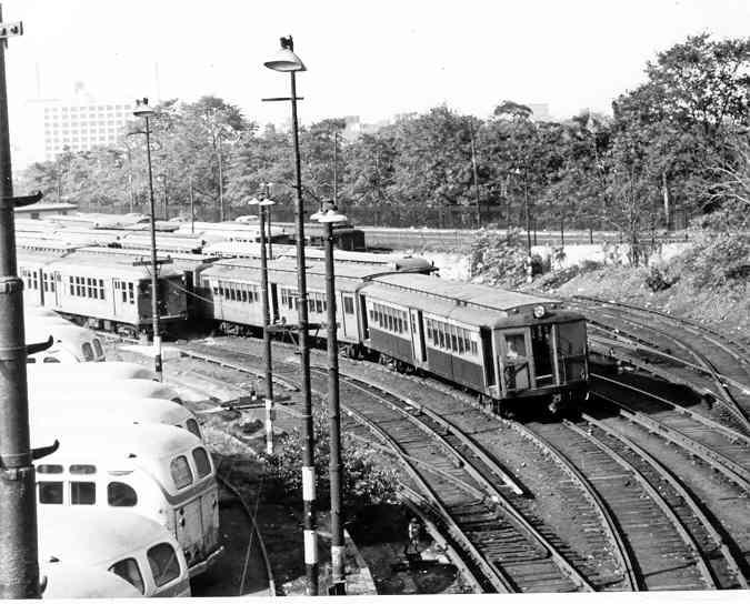 (46k, 675x544)<br><b>Country:</b> United States<br><b>City:</b> New York<br><b>System:</b> New York City Transit<br><b>Location:</b> 36th Street Yard<br><b>Car:</b> BMT-SIRT 500 <br><b>Photo by:</b> Frank Pfuhler<br><b>Date:</b> 10/24/1954<br><b>Viewed (this week/total):</b> 3 / 3154