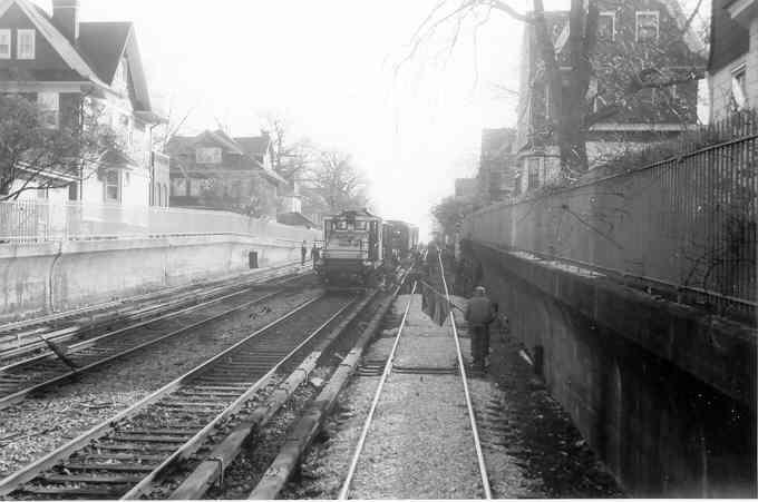 (26k, 680x451)<br><b>Country:</b> United States<br><b>City:</b> New York<br><b>System:</b> New York City Transit<br><b>Line:</b> BMT Brighton Line<br><b>Location:</b> Avenue H <br><b>Car:</b> SBK Steeplecab  <br><b>Photo by:</b> Frank Pfuhler<br><b>Date:</b> 11/29/1960<br><b>Viewed (this week/total):</b> 0 / 3118