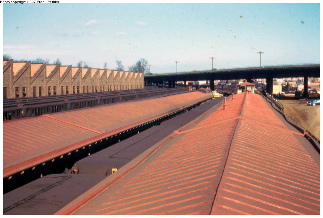 (172k, 1044x706)<br><b>Country:</b> United States<br><b>City:</b> New York<br><b>System:</b> New York City Transit<br><b>Line:</b> IRT White Plains Road Line<br><b>Location:</b> East 180th Street <br><b>Photo by:</b> Frank Pfuhler<br><b>Date:</b> 11/17/1957<br><b>Viewed (this week/total):</b> 22 / 1500