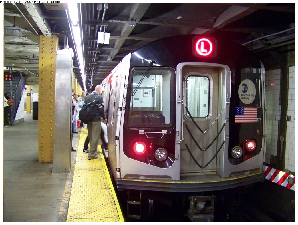 (185k, 1044x788)<br><b>Country:</b> United States<br><b>City:</b> New York<br><b>System:</b> New York City Transit<br><b>Line:</b> BMT Canarsie Line<br><b>Location:</b> Union Square <br><b>Route:</b> L<br><b>Car:</b> R-143 (Kawasaki, 2001-2002) 8288 <br><b>Photo by:</b> Philip D'Allesandro<br><b>Date:</b> 10/13/2007<br><b>Viewed (this week/total):</b> 0 / 2471