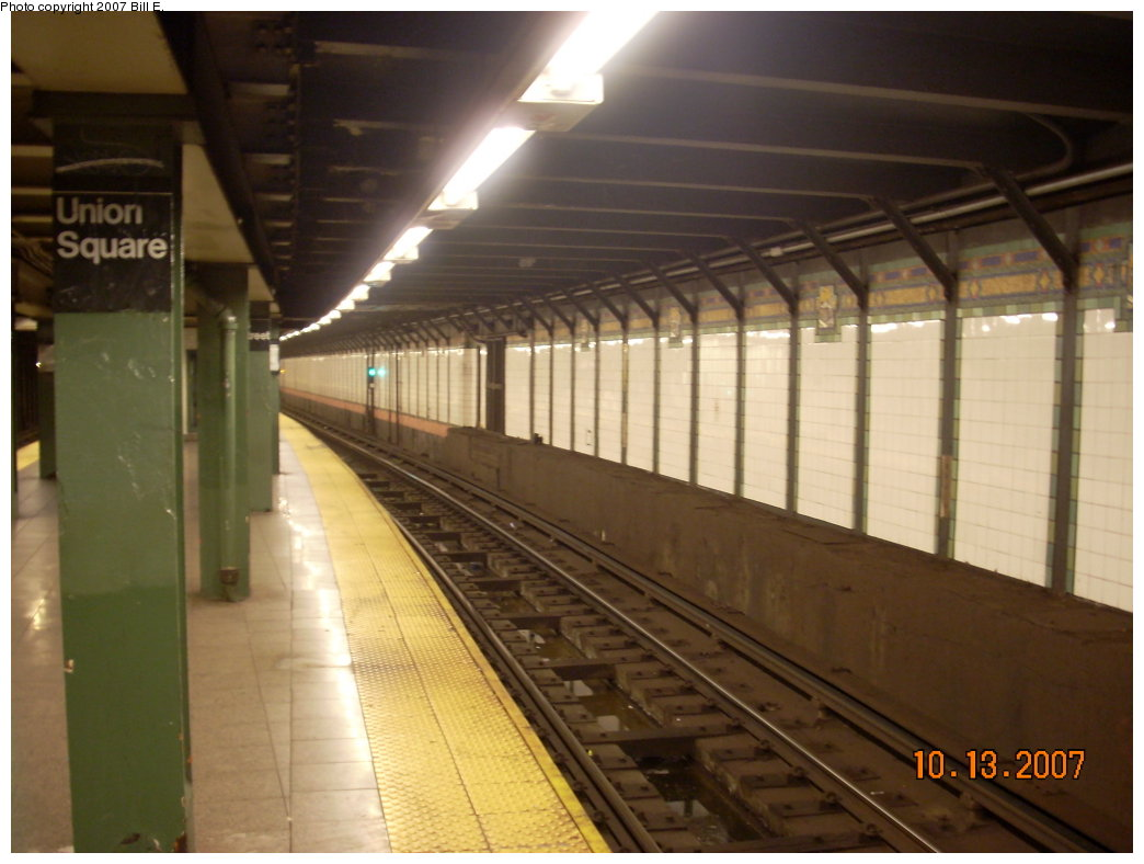 (166k, 1044x788)<br><b>Country:</b> United States<br><b>City:</b> New York<br><b>System:</b> New York City Transit<br><b>Line:</b> BMT Broadway Line<br><b>Location:</b> 14th Street/Union Square <br><b>Photo by:</b> Bill E.<br><b>Date:</b> 10/13/2007<br><b>Viewed (this week/total):</b> 2 / 2107