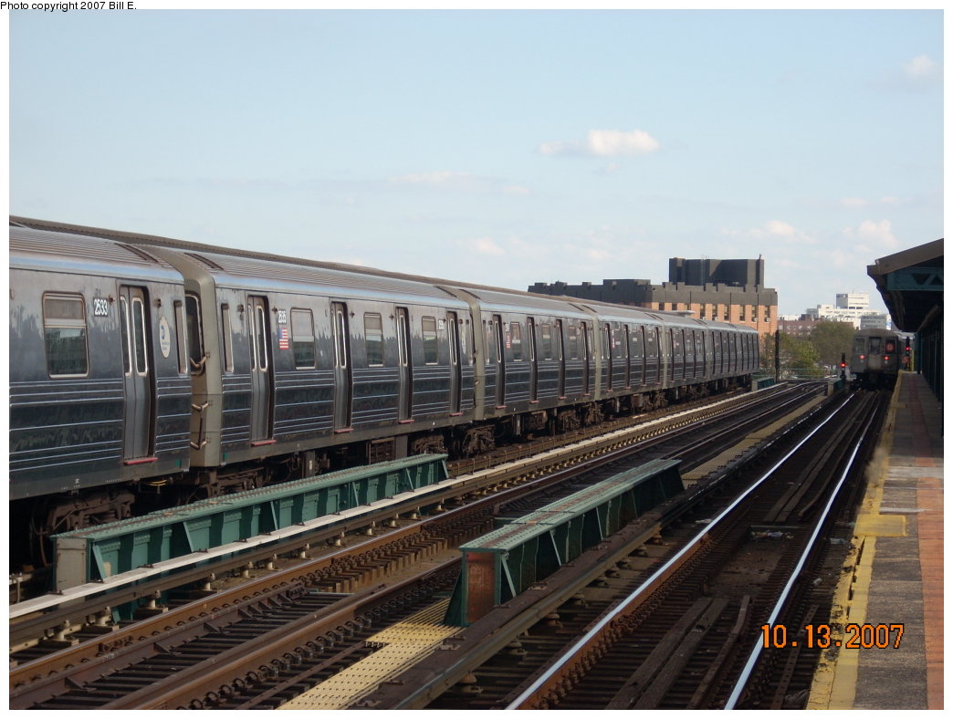 (192k, 1044x788)<br><b>Country:</b> United States<br><b>City:</b> New York<br><b>System:</b> New York City Transit<br><b>Line:</b> BMT West End Line<br><b>Location:</b> 25th Avenue <br><b>Route:</b> D<br><b>Car:</b> R-68 (Westinghouse-Amrail, 1986-1988)  2533 <br><b>Photo by:</b> Bill E.<br><b>Date:</b> 10/13/2007<br><b>Viewed (this week/total):</b> 1 / 1410