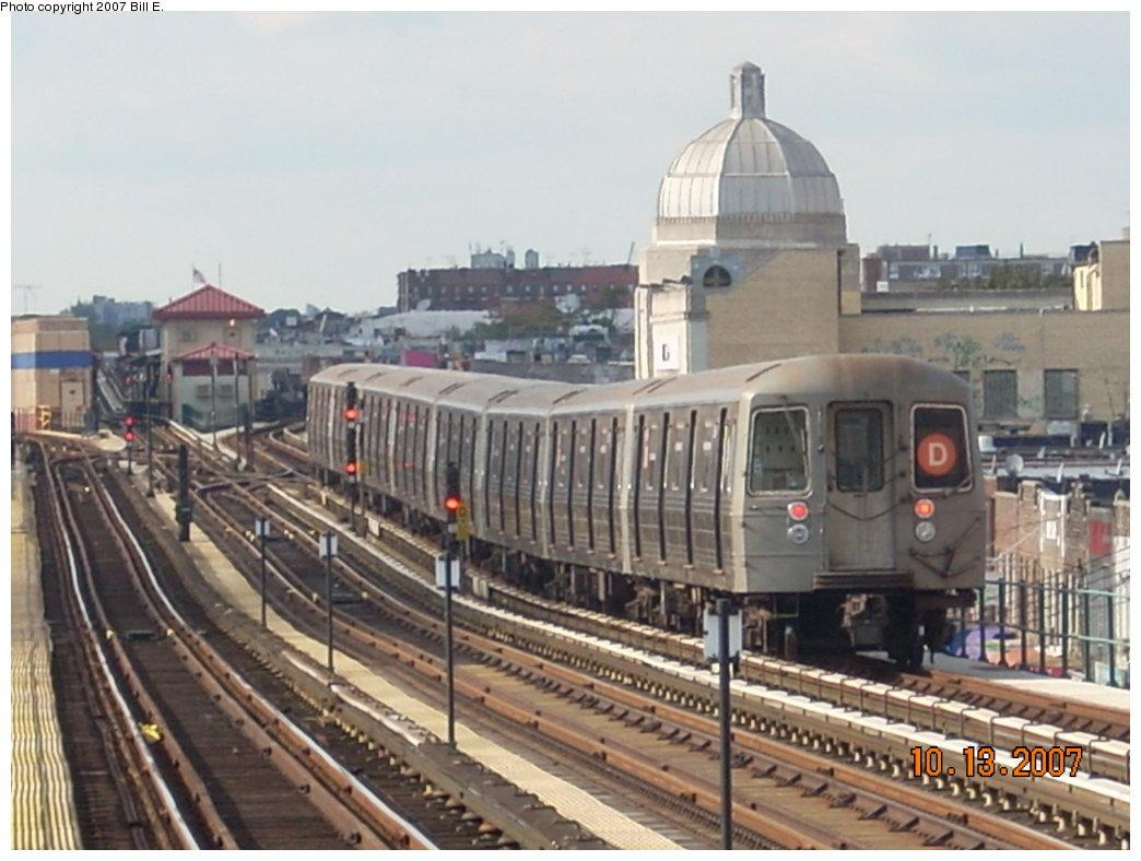 (183k, 1044x788)<br><b>Country:</b> United States<br><b>City:</b> New York<br><b>System:</b> New York City Transit<br><b>Line:</b> BMT West End Line<br><b>Location:</b> 25th Avenue <br><b>Route:</b> D<br><b>Car:</b> R-68 (Westinghouse-Amrail, 1986-1988)   <br><b>Photo by:</b> Bill E.<br><b>Date:</b> 10/13/2007<br><b>Viewed (this week/total):</b> 2 / 1860