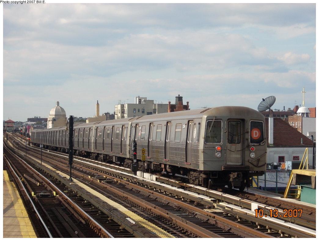 (194k, 1044x788)<br><b>Country:</b> United States<br><b>City:</b> New York<br><b>System:</b> New York City Transit<br><b>Line:</b> BMT West End Line<br><b>Location:</b> 25th Avenue <br><b>Route:</b> D<br><b>Car:</b> R-68 (Westinghouse-Amrail, 1986-1988)   <br><b>Photo by:</b> Bill E.<br><b>Date:</b> 10/13/2007<br><b>Viewed (this week/total):</b> 1 / 1452