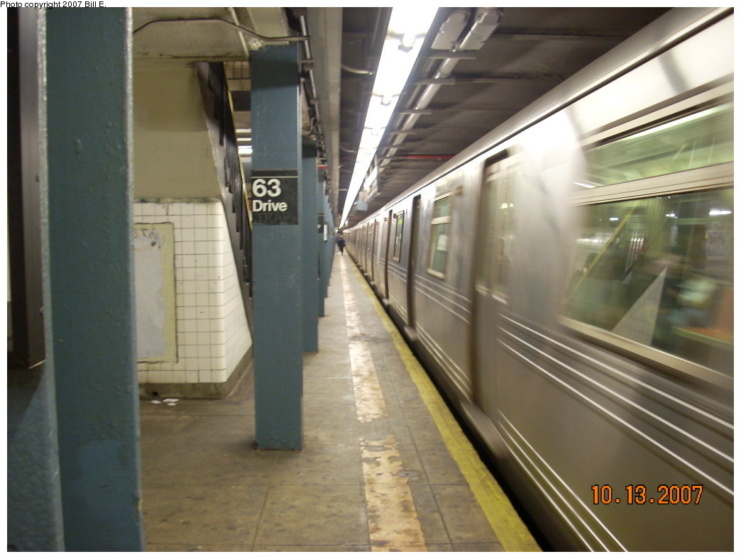 (170k, 1044x788)<br><b>Country:</b> United States<br><b>City:</b> New York<br><b>System:</b> New York City Transit<br><b>Line:</b> IND Queens Boulevard Line<br><b>Location:</b> 63rd Drive/Rego Park <br><b>Route:</b> R<br><b>Car:</b> R-46 (Pullman-Standard, 1974-75) 6008 <br><b>Photo by:</b> Bill E.<br><b>Date:</b> 10/13/2007<br><b>Viewed (this week/total):</b> 3 / 2165