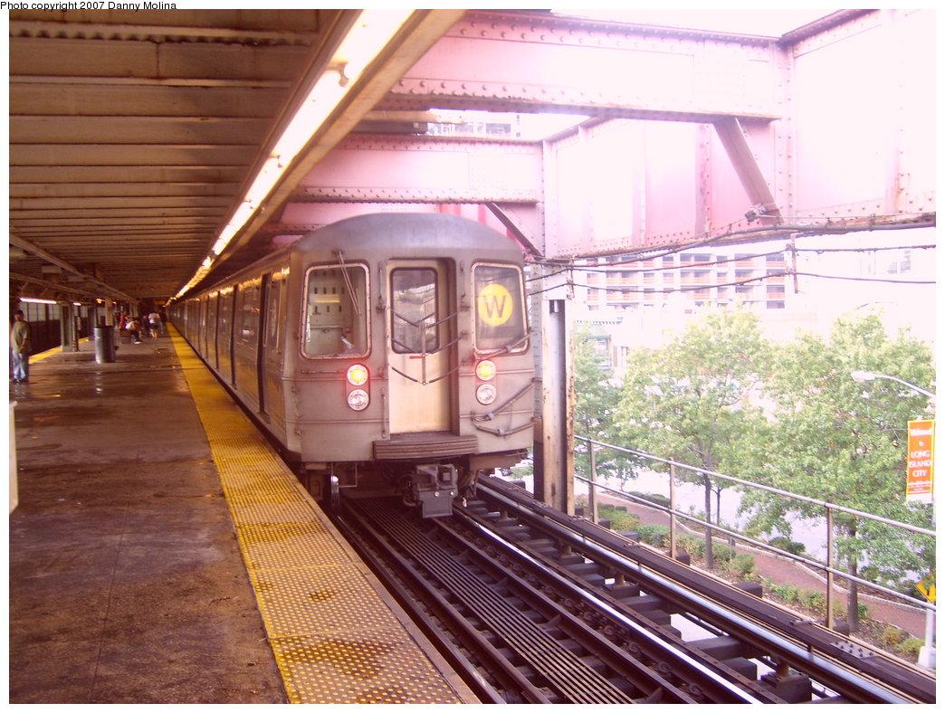 (249k, 1044x788)<br><b>Country:</b> United States<br><b>City:</b> New York<br><b>System:</b> New York City Transit<br><b>Line:</b> BMT Astoria Line<br><b>Location:</b> Queensborough Plaza <br><b>Route:</b> W<br><b>Car:</b> R-68 (Westinghouse-Amrail, 1986-1988)   <br><b>Photo by:</b> Danny Molina<br><b>Date:</b> 10/10/2007<br><b>Viewed (this week/total):</b> 3 / 2057