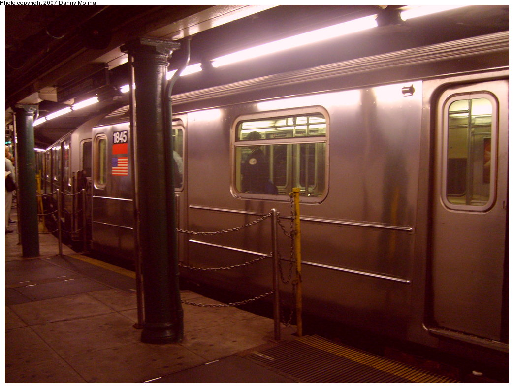 (194k, 1044x788)<br><b>Country:</b> United States<br><b>City:</b> New York<br><b>System:</b> New York City Transit<br><b>Line:</b> IRT West Side Line<br><b>Location:</b> South Ferry (Outer Loop Station) <br><b>Route:</b> 1<br><b>Car:</b> R-62A (Bombardier, 1984-1987)  1845 <br><b>Photo by:</b> Danny Molina<br><b>Date:</b> 10/10/2007<br><b>Viewed (this week/total):</b> 0 / 2383