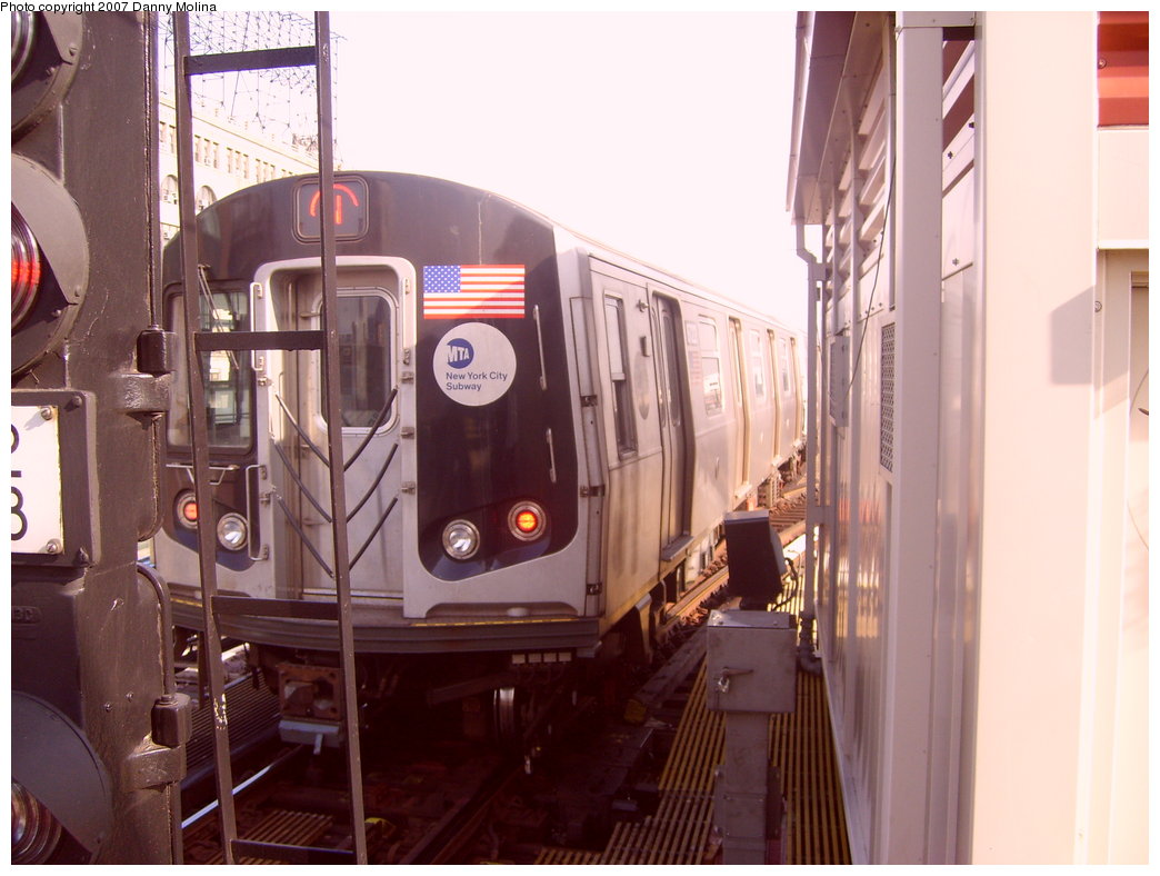 (188k, 1044x788)<br><b>Country:</b> United States<br><b>City:</b> New York<br><b>System:</b> New York City Transit<br><b>Line:</b> BMT Astoria Line<br><b>Location:</b> Queensborough Plaza <br><b>Route:</b> N<br><b>Car:</b> R-160A/R-160B Series (Number Unknown)  <br><b>Photo by:</b> Danny Molina<br><b>Date:</b> 10/10/2007<br><b>Viewed (this week/total):</b> 0 / 2313