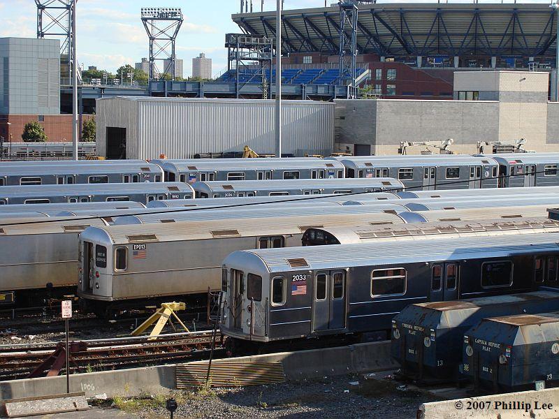 (140k, 800x600)<br><b>Country:</b> United States<br><b>City:</b> New York<br><b>System:</b> New York City Transit<br><b>Location:</b> Corona Yard<br><b>Car:</b> R-62A (Bombardier, 1984-1987)  2033 <br><b>Photo by:</b> Phillip Lee<br><b>Date:</b> 9/15/2007<br><b>Viewed (this week/total):</b> 1 / 1818