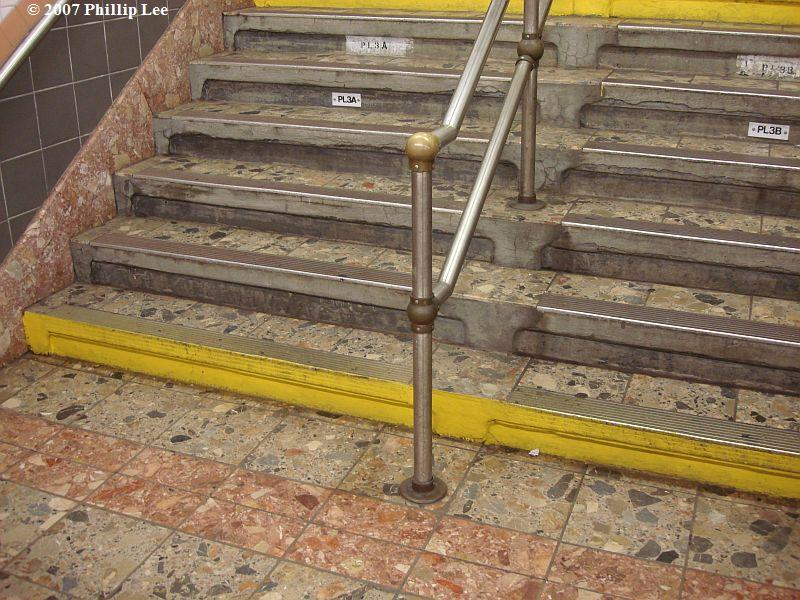 (130k, 800x600)<br><b>Country:</b> United States<br><b>City:</b> New York<br><b>System:</b> New York City Transit<br><b>Line:</b> IRT West Side Line<br><b>Location:</b> Franklin Street <br><b>Photo by:</b> Phillip Lee<br><b>Date:</b> 9/27/2007<br><b>Viewed (this week/total):</b> 0 / 1675