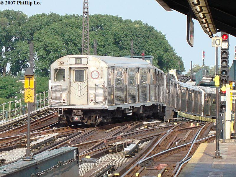 (157k, 800x600)<br><b>Country:</b> United States<br><b>City:</b> New York<br><b>System:</b> New York City Transit<br><b>Line:</b> IND Fulton Street Line<br><b>Location:</b> Rockaway Boulevard <br><b>Route:</b> A<br><b>Car:</b> R-38 (St. Louis, 1966-1967)   <br><b>Photo by:</b> Phillip Lee<br><b>Date:</b> 8/30/2007<br><b>Viewed (this week/total):</b> 3 / 2615