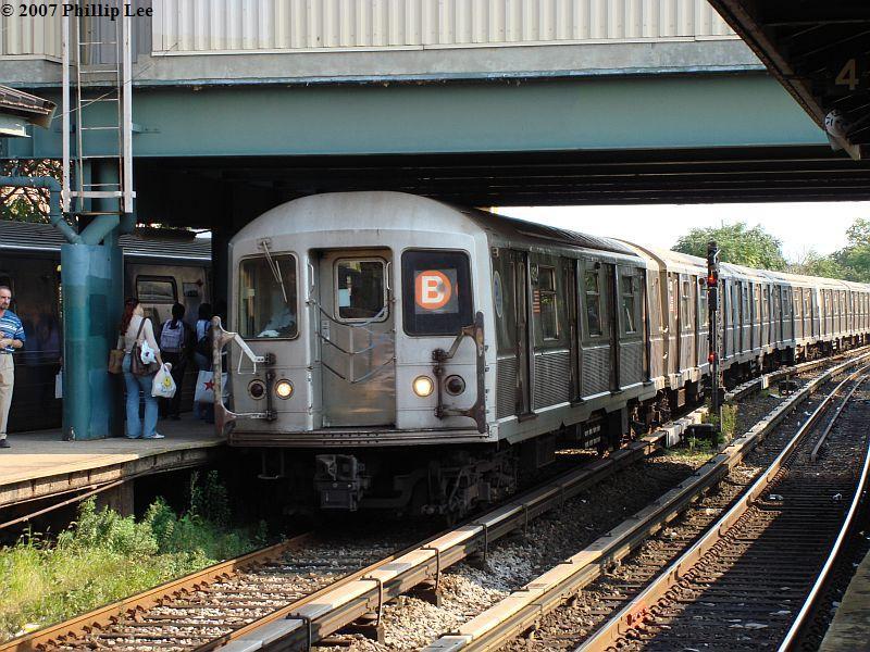 (137k, 800x600)<br><b>Country:</b> United States<br><b>City:</b> New York<br><b>System:</b> New York City Transit<br><b>Line:</b> BMT Brighton Line<br><b>Location:</b> Kings Highway <br><b>Route:</b> B<br><b>Car:</b> R-40M (St. Louis, 1969)   <br><b>Photo by:</b> Phillip Lee<br><b>Date:</b> 9/6/2007<br><b>Viewed (this week/total):</b> 0 / 1793