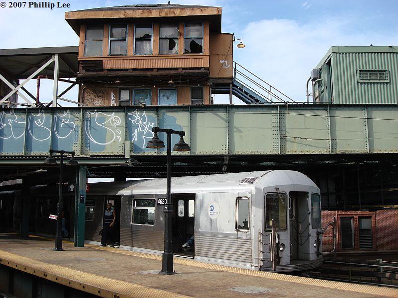 (119k, 800x600)<br><b>Country:</b> United States<br><b>City:</b> New York<br><b>System:</b> New York City Transit<br><b>Line:</b> BMT Nassau Street/Jamaica Line<br><b>Location:</b> Myrtle Avenue <br><b>Route:</b> M<br><b>Car:</b> R-42 (St. Louis, 1969-1970)  4630 <br><b>Photo by:</b> Phillip Lee<br><b>Date:</b> 9/27/2007<br><b>Viewed (this week/total):</b> 1 / 2099
