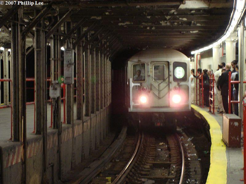 (90k, 800x600)<br><b>Country:</b> United States<br><b>City:</b> New York<br><b>System:</b> New York City Transit<br><b>Line:</b> IRT Times Square-Grand Central Shuttle<br><b>Location:</b> Times Square <br><b>Route:</b> S<br><b>Car:</b> R-62A (Bombardier, 1984-1987)   <br><b>Photo by:</b> Phillip Lee<br><b>Date:</b> 9/20/2007<br><b>Viewed (this week/total):</b> 6 / 3732