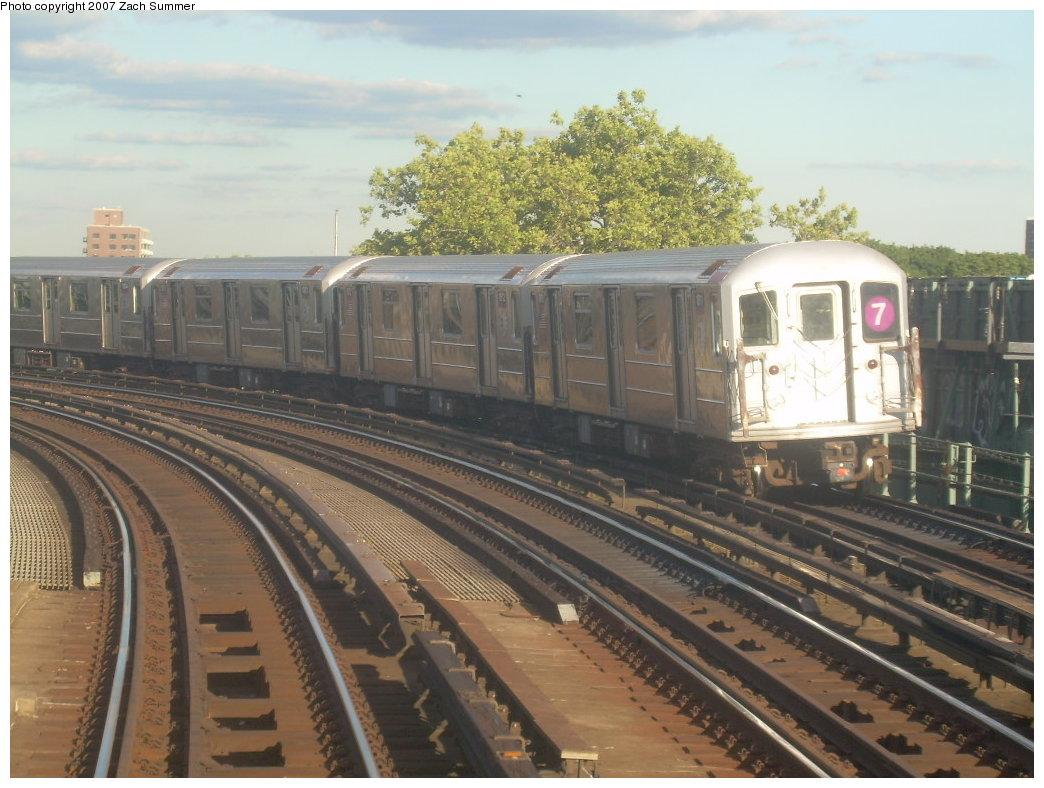 (206k, 1044x788)<br><b>Country:</b> United States<br><b>City:</b> New York<br><b>System:</b> New York City Transit<br><b>Line:</b> IRT Flushing Line<br><b>Location:</b> 46th Street/Bliss Street <br><b>Route:</b> 7<br><b>Car:</b> R-62A (Bombardier, 1984-1987)   <br><b>Photo by:</b> Zach Summer<br><b>Date:</b> 9/12/2007<br><b>Viewed (this week/total):</b> 0 / 1454