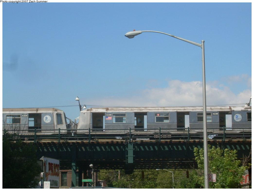(158k, 1044x788)<br><b>Country:</b> United States<br><b>City:</b> New York<br><b>System:</b> New York City Transit<br><b>Line:</b> BMT Brighton Line<br><b>Location:</b> Brighton Beach <br><b>Route:</b> Layup<br><b>Car:</b> R-40 (St. Louis, 1968)  4239 <br><b>Photo by:</b> Zach Summer<br><b>Date:</b> 9/13/2007<br><b>Viewed (this week/total):</b> 1 / 2420