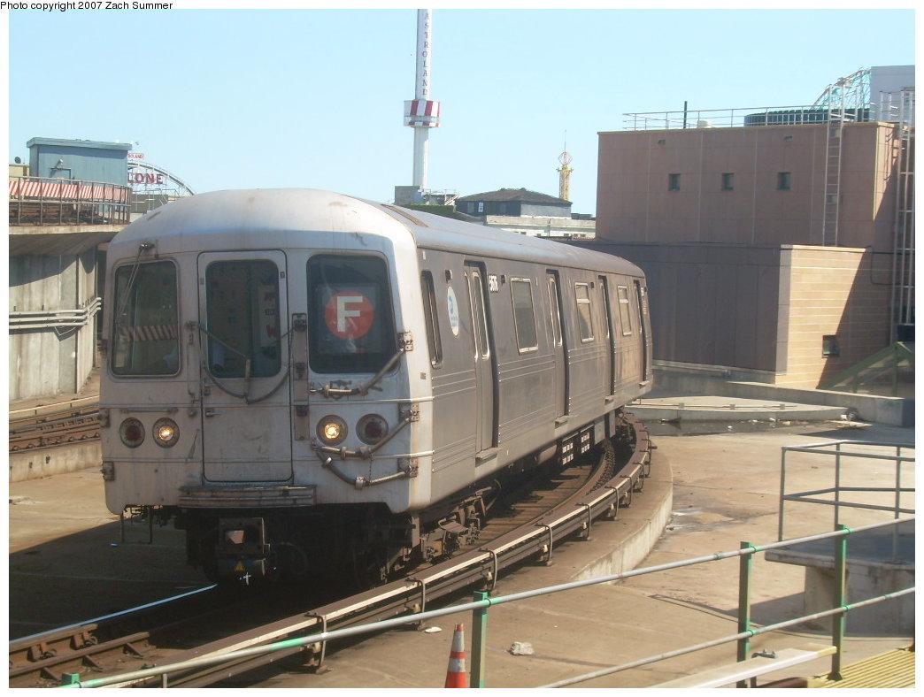 (184k, 1044x788)<br><b>Country:</b> United States<br><b>City:</b> New York<br><b>System:</b> New York City Transit<br><b>Location:</b> Coney Island/Stillwell Avenue<br><b>Route:</b> F<br><b>Car:</b> R-46 (Pullman-Standard, 1974-75) 5676 <br><b>Photo by:</b> Zach Summer<br><b>Date:</b> 9/13/2007<br><b>Viewed (this week/total):</b> 0 / 1600