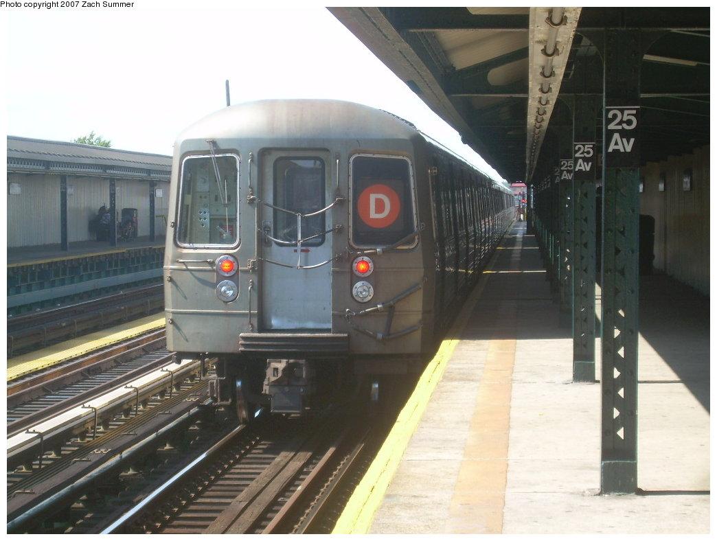 (181k, 1044x788)<br><b>Country:</b> United States<br><b>City:</b> New York<br><b>System:</b> New York City Transit<br><b>Line:</b> BMT West End Line<br><b>Location:</b> 25th Avenue <br><b>Route:</b> D<br><b>Car:</b> R-68 (Westinghouse-Amrail, 1986-1988)   <br><b>Photo by:</b> Zach Summer<br><b>Date:</b> 9/13/2007<br><b>Viewed (this week/total):</b> 11 / 1426
